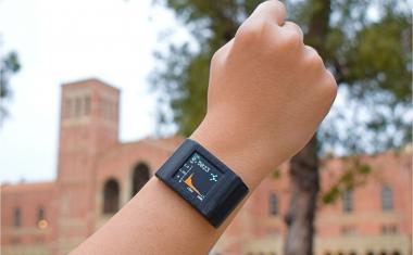 Smartwatch turns into biochemical monitoring system