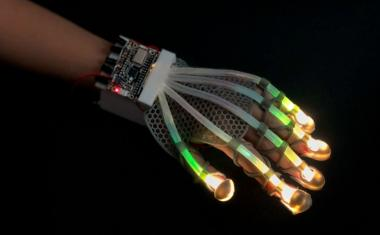 'Skin' sensor gives robots human sensation