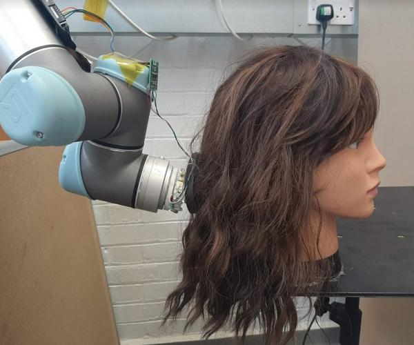 "The ""RoboWig"" untangle your hair"