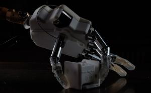 Bionic hand restores the sense of where the hand is