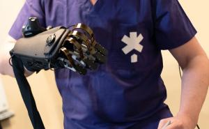 Fundamental Surgery integrates HaptX Glove into platform