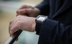 Smart wristband alerts about dangerous health conditions