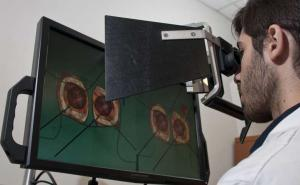 VR surgery simulators are key to assessment of trainees